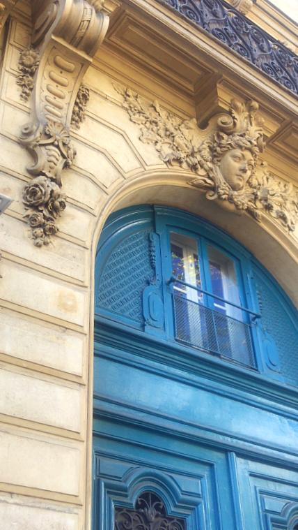 Doors to open French la Vie