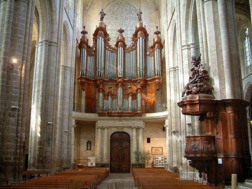 Vue-aerienne-saint-maximin-sainte-baume