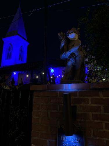 LA Bar at night